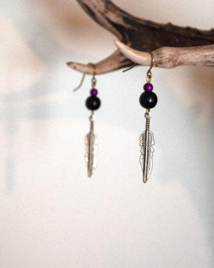 boucles d'oreilles plumes-violettes